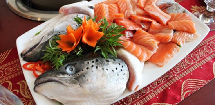 Bước 1 Sơ chế nguyên liệu Lẩu đầu cá hồi măng chua cay