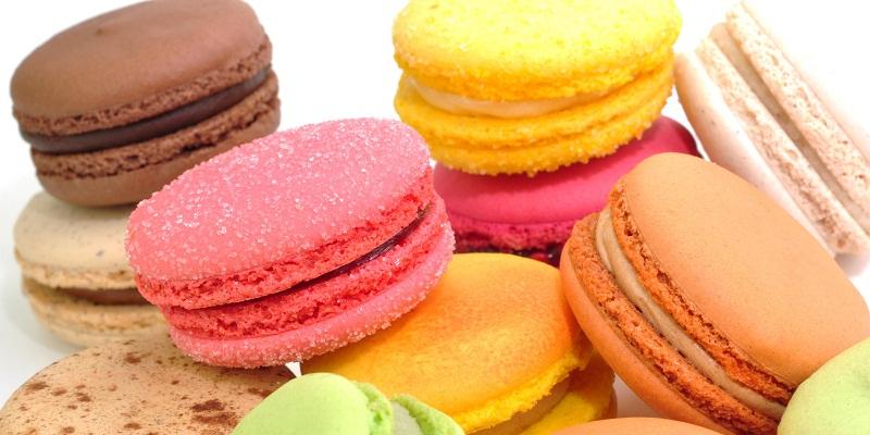 Trong suốt quá trình niềng răng, không nên ăn thức ăn quá ngọt như bánh kẹo.