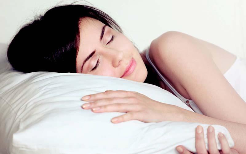 Tập ngủ đúng giờ vùng mắt sẽ được nghỉ ngơi, không bị hoạt động quá nhiều dẫn đễn mắt bị vùng thâm mắt