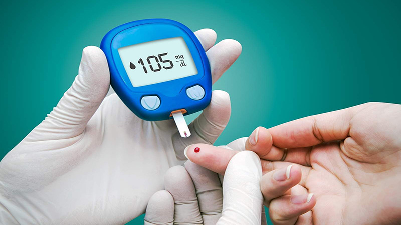 Với những người mắc bệnh tiểu đường, thừa cân, tăng mỡ máu, cao huyết áp, bệnh mạch vành nên hạn chế hoặc tốt nhất là tránh dùng bánh Trung thu.