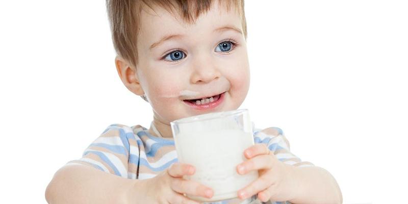 khi chọn sữa cho bé, ngoài các chất dinh dưỡng khác cần thiết thì các mẹ nên cần lưu ý chọn sữa có chứa thành phần Vitamin D cao hơ