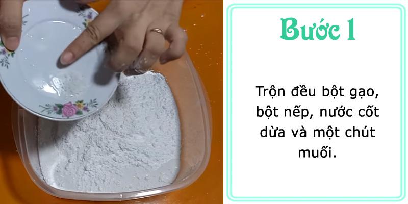 Trộn đều bột gạo, bột nếp, nước cốt dừa và một chút muối