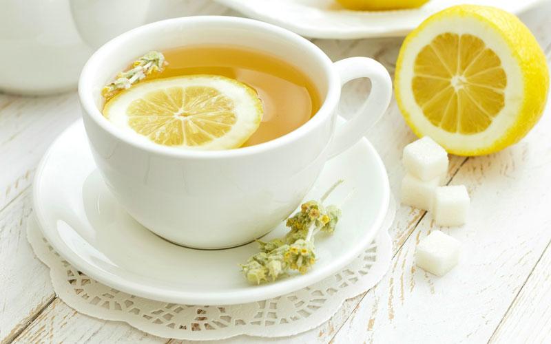 Một cốc nước chanh trước khi ngủ không những giúp giảm mỡ bụng, không gây tăng cân mà lại còn giúp giấc ngủ được sâu hơn