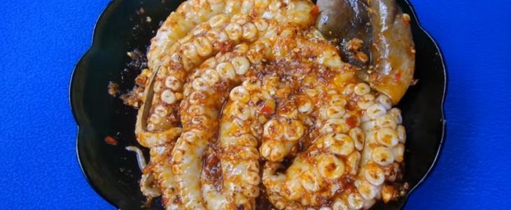 Bước 2 Ướp bạch tuộc Bạch tuộc nướng sa tế