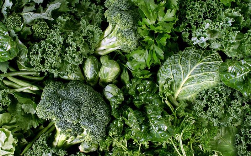 Vì có một hàm lượng chất xơ rất lớn, nên các loại rau lá xanh dễ gây chướng bụng hay đầy hơi khiến bạn khó chịu trong khi tập luyện.