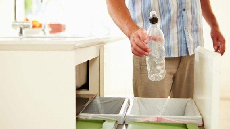 Thùng rác trong nhà bếp gây mùi khó chịu