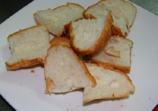 Bước 3 Sơ chế bơ và bánh mì Bánh chuối nướng