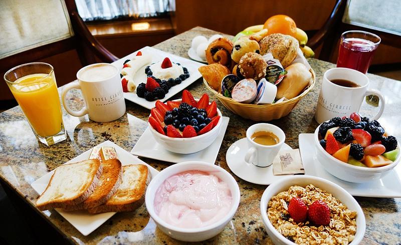 Một bữa sáng với đầy đủ chất dinh dưỡng sẽ giúp trẻ tăng khả năng tập trung, học tập mau tiếp thu và duy trì một cân nặng cùng chiều cao lý tưởng.