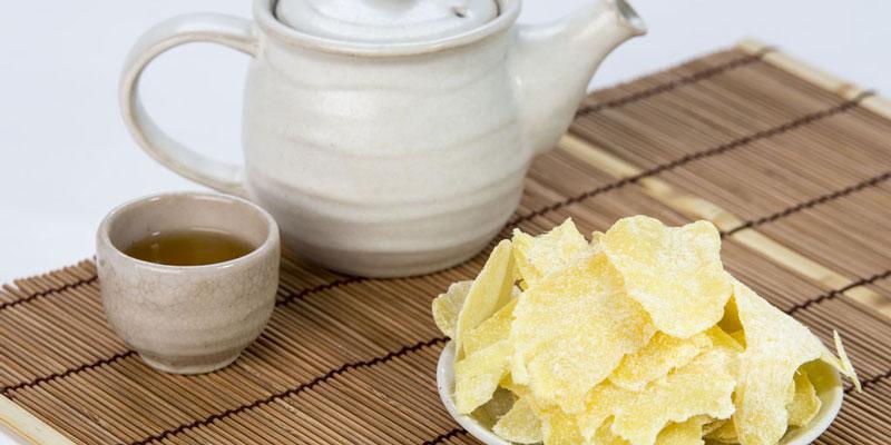 Ăn kẹo, mứt hoặc bánh để khắc phục tình trạng hạ đường huyết.