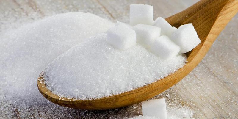 Đường trắng được dùng làm gia vị trong món ăn và thức uống