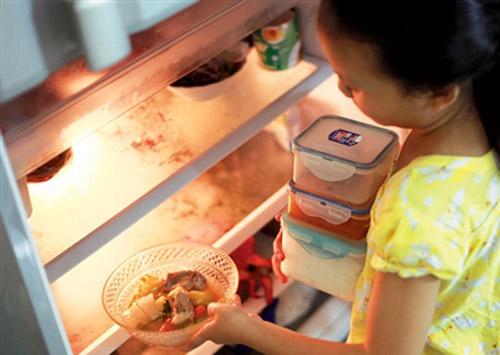 Vì sao không nên cho thực phẩm nóng vào tủ lạnh?