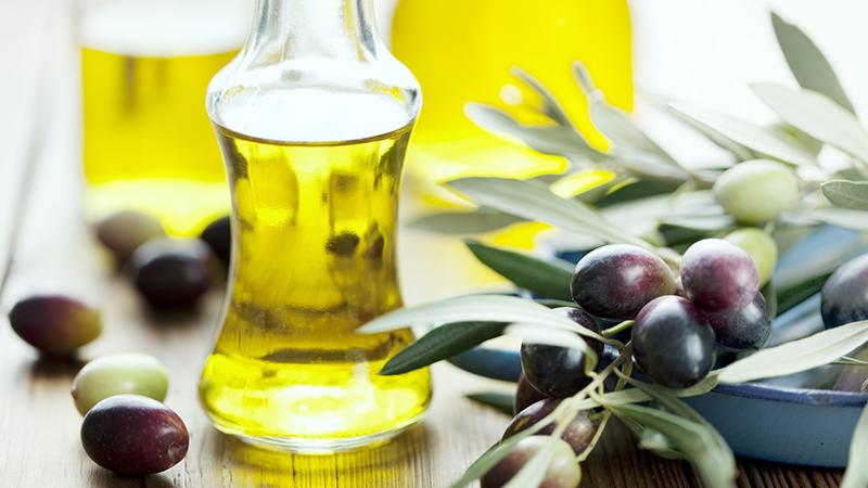Tác dụng của dầu Olive là phục hồi và dưỡng móng