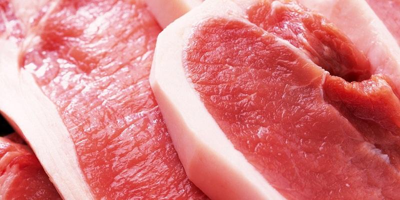 Thịt tươi có bề mặt khô, sáng, không ướt hay nhớt, thớ thịt mịn đều, săn chắc, mặt cắt bóng và căng.
