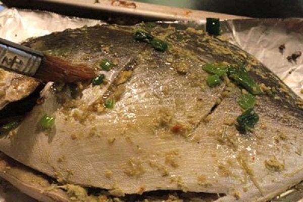 Bước 3 Ướp cá Nướng cá bằng lò vi sóng