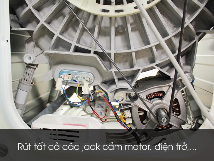 Rút tất cả các jack cắm motor, điện trở,...