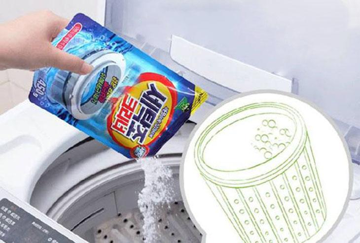 Sử dụng hỗn hợp baking soda pha với nước và giấm trắng