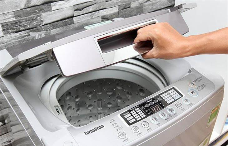 Vệ sinh máy giặt cửa trên