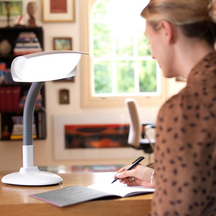 Cần sử dụng đèn đúng cách để hạn chế cận thị