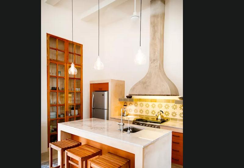 Tủ bếp kết hợp giữa cổ điển và hiện đại độc đáo