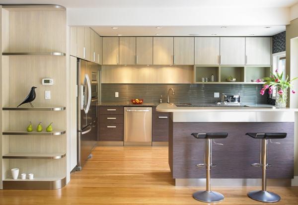 Thiết kế bếp chữ L và đảo bếp độc lập phù hợp cho không gian rộng