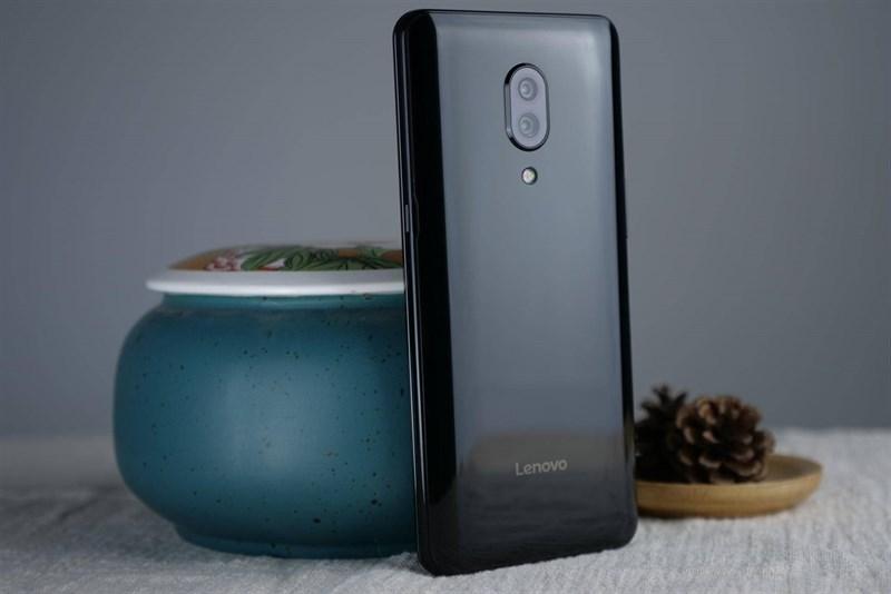 Trên tay Lenovo Z5 Pro: Màn hình trượt, vân tay dưới màn hình, 4 camera - ảnh 3