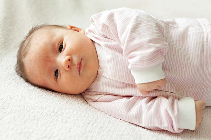 Trẻ sơ sinh có nên nằm máy lạnh hay không?