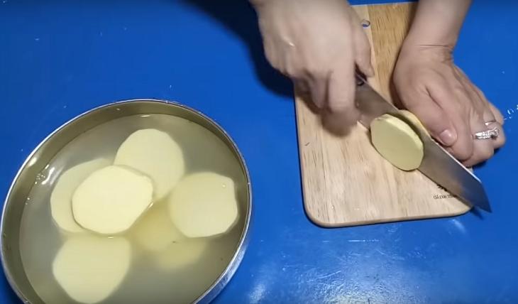 Image result for cắt lát khoai lang làm khoai lang kén