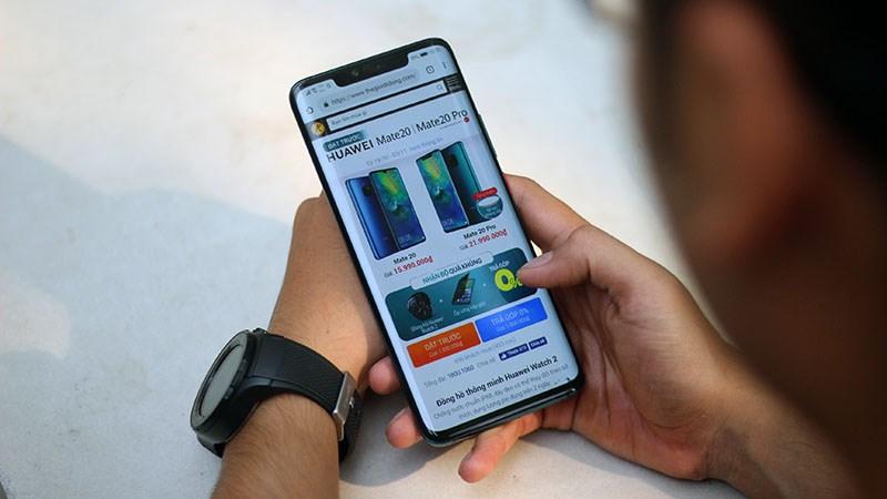 Huawei nộp bằng sáng chế smartphone tràn viền 100%, chỉ có loa thoại - ảnh 1