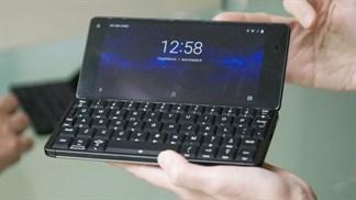Cosmo Communicator, chiếc smartphone lai laptop hết sức độc đáo