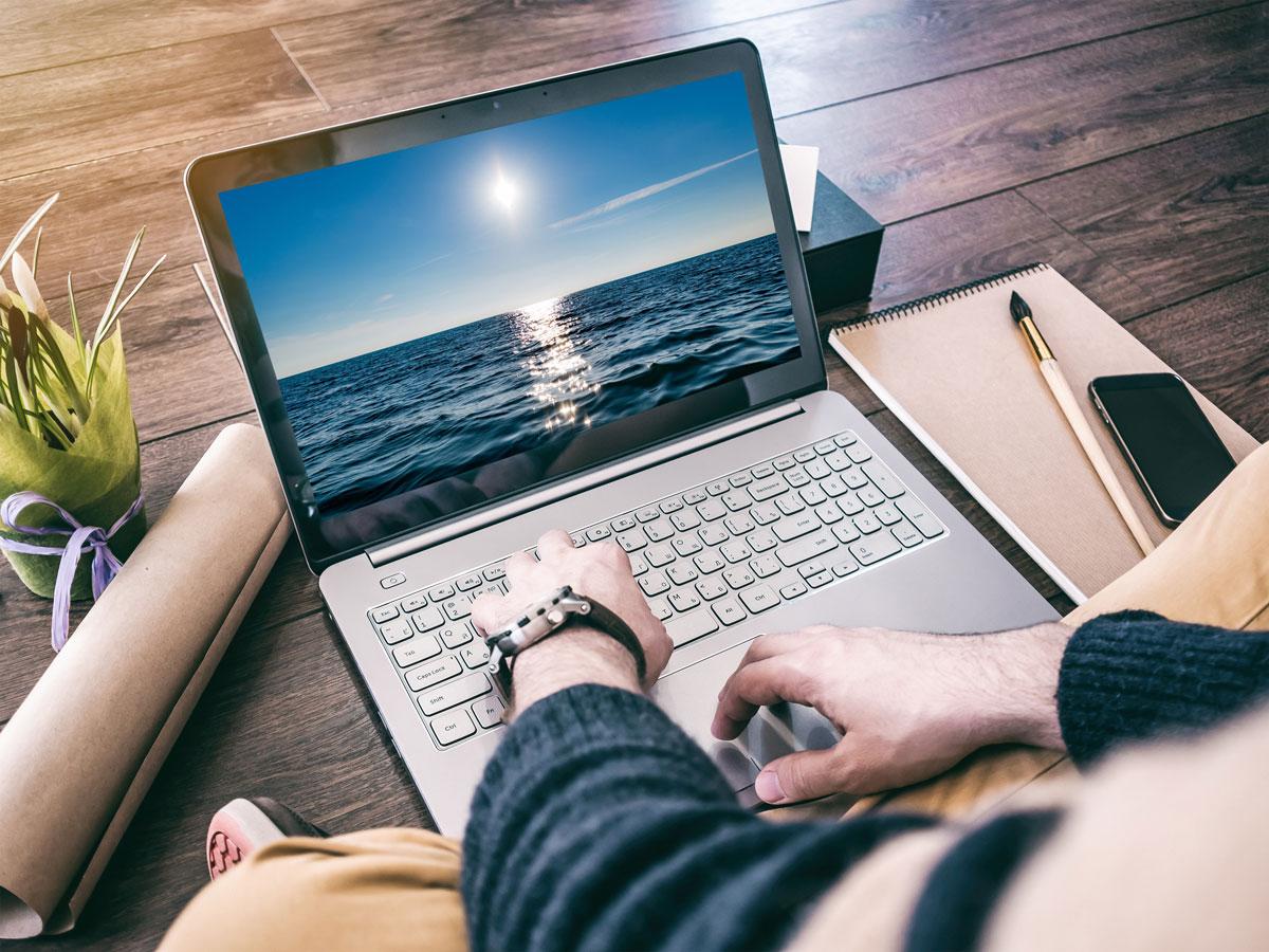 Laptop nhỏ gọn, dễ dàng di chuyển