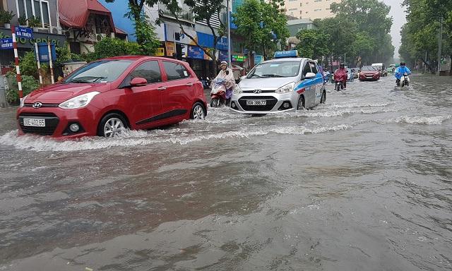 Mẹo đi đường an toàn trong ngày mưa bão bạn cần biết