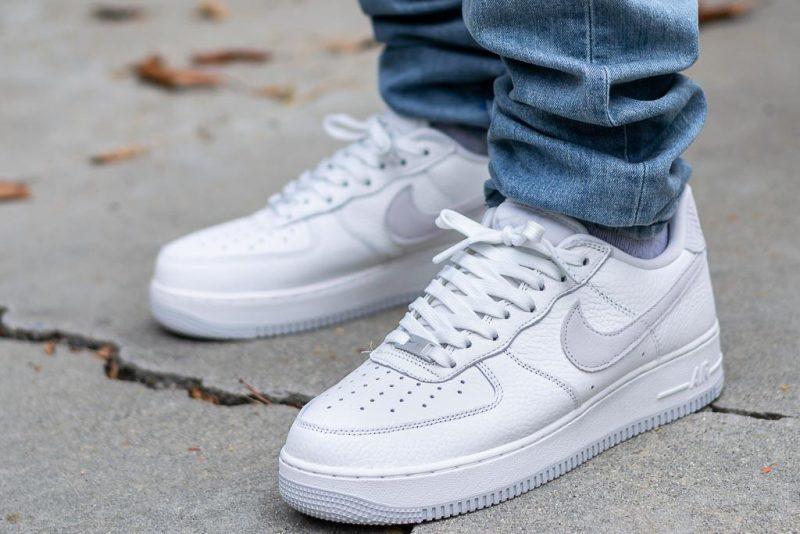 Cách vệ sinh giày trắng không bị ố vàng