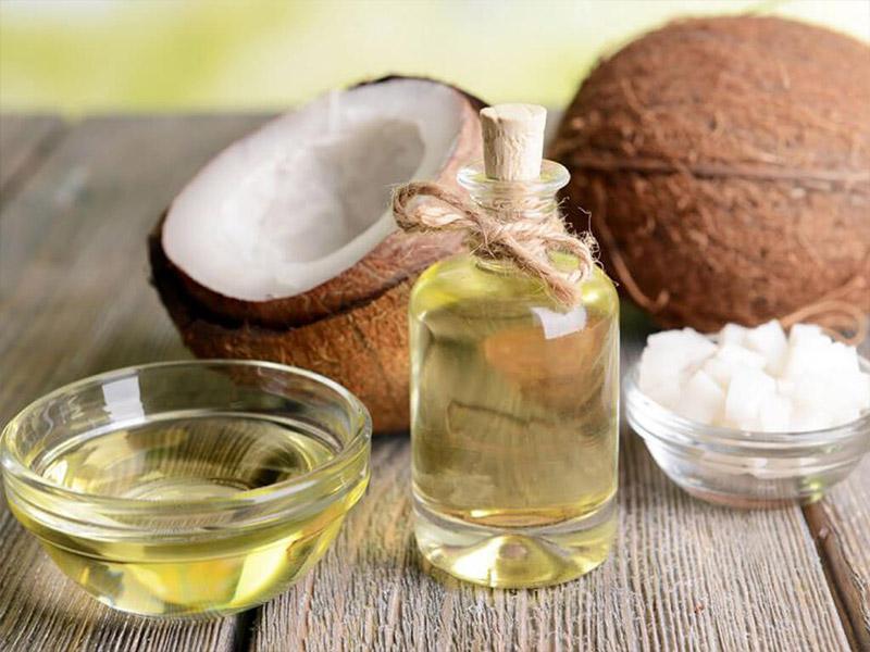 Tẩy trang bằng dầu dừa cực sạch và an toàn cho da của nàng