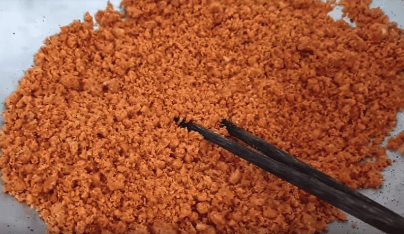 Bước 3 Rang muối tôm Muối tôm Tây Ninh bằng tôm khô