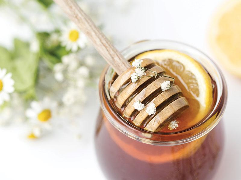 6. Mặt nạ làm trắng da bằng sữa tươi và mật ong