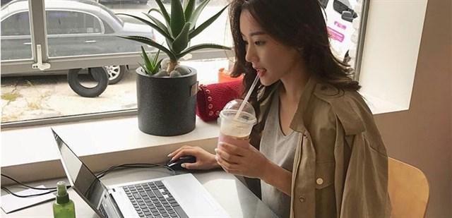 Làm việc văn phòng có cần dùng kem chống nắng hay không?