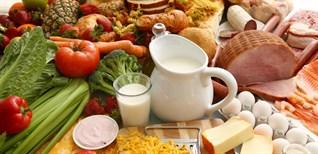 Những loại thực phẩm nên tránh trong quá trình điều trị mụn