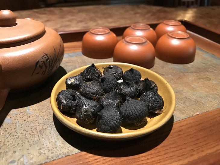 Nên dùng tỏi đen trước bữa ăn sáng