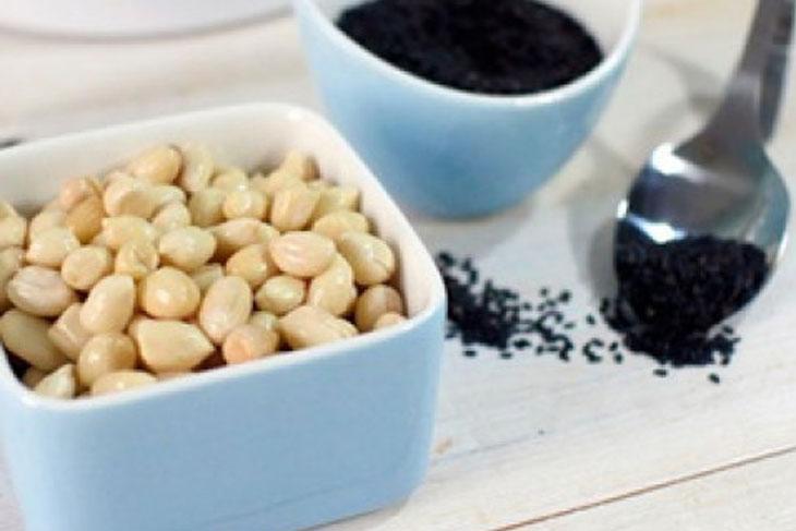 Cách làm sữa đậu phộng mè đen - Bước 1