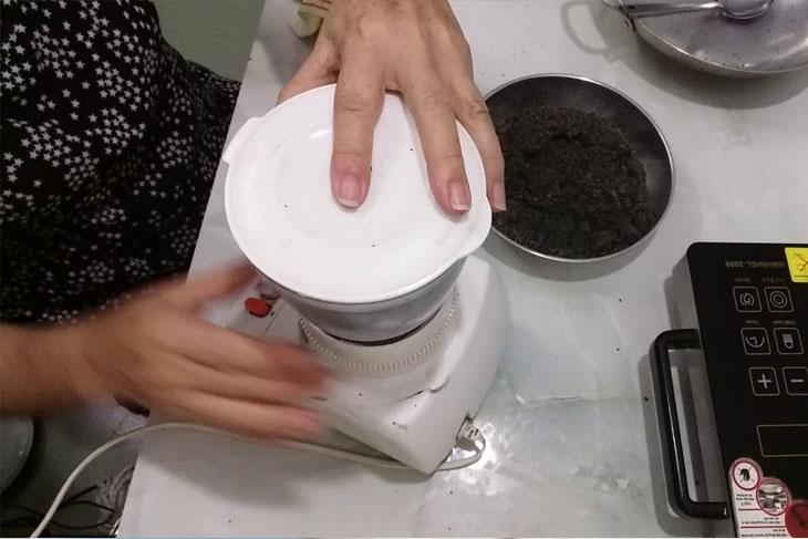 Cách làm sữa đậu phộng mè đen - Bước 2