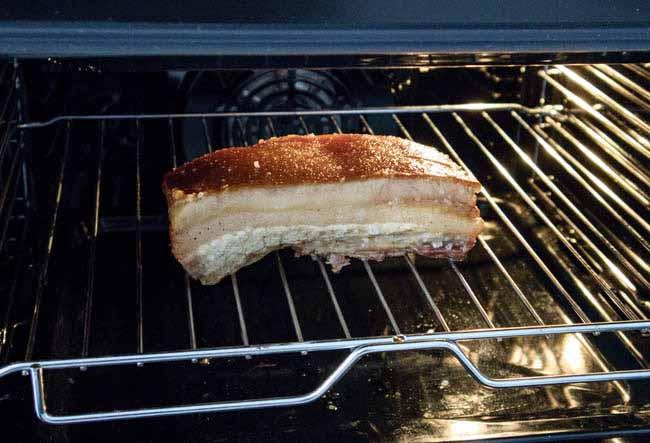 Bước 3 Nướng thịt bằng lò vi sóng Làm thịt quay bằng lò vi sóng