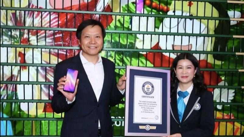 1008 chiếc Xiaomi Play xếp thành cây thông Giáng sinh lập kỷ lục Guinness