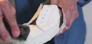 Giày da trắng bị bẩn và đây là cách vệ sinh chuẩn không cần chỉnh