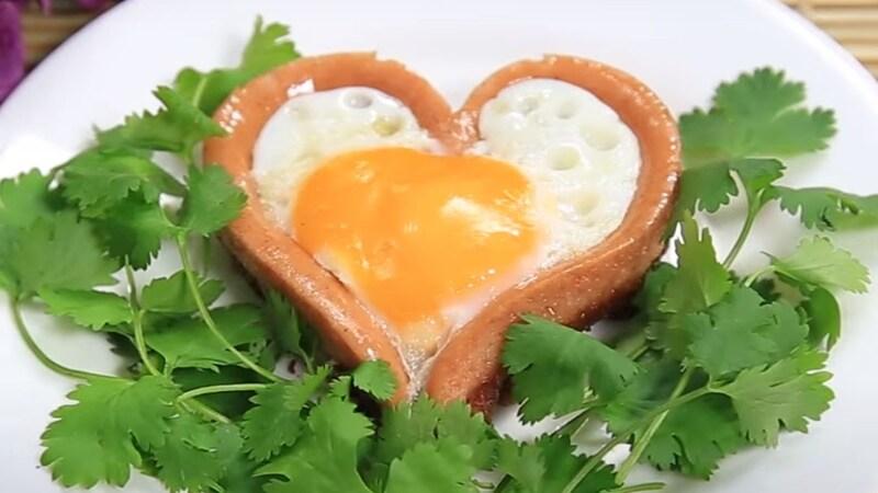Trứng ốp la hình trái tim
