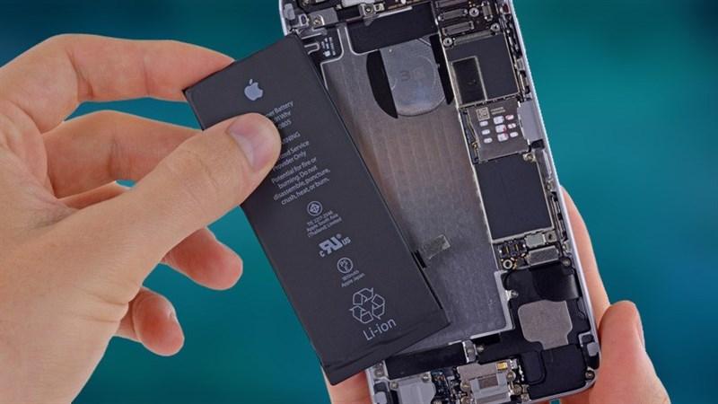 Apple: Việc thay thế pin giá rẻ đã làm giảm doanh số iPhone