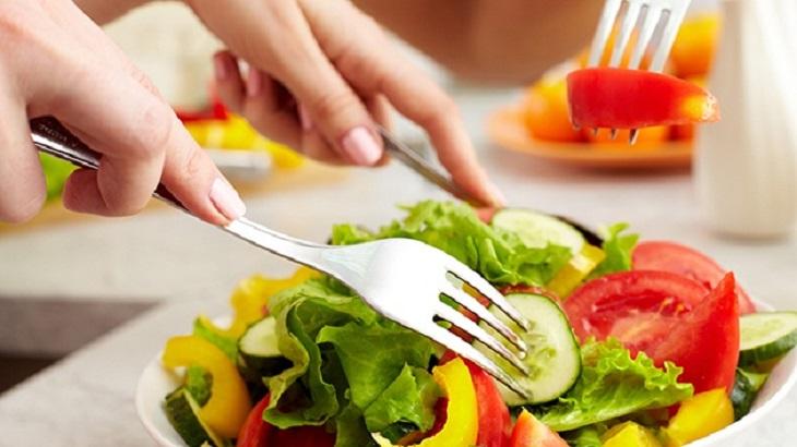 ăn uống hợp lý chống say tàu xe