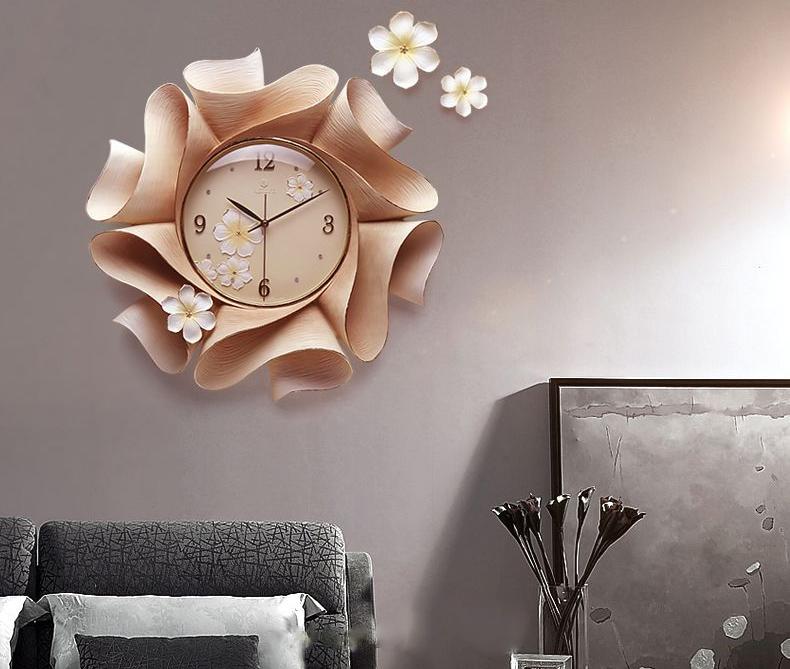 Đồng hồ treo tường là gợi ý hay khi tặng quà Tết cho ba mẹ người yêu