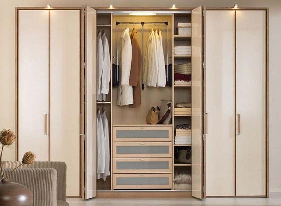 Bạn sẽ mua đồ mới để diện Tết, vậy hãy dọn lại tủ quần áo của gia đình mình
