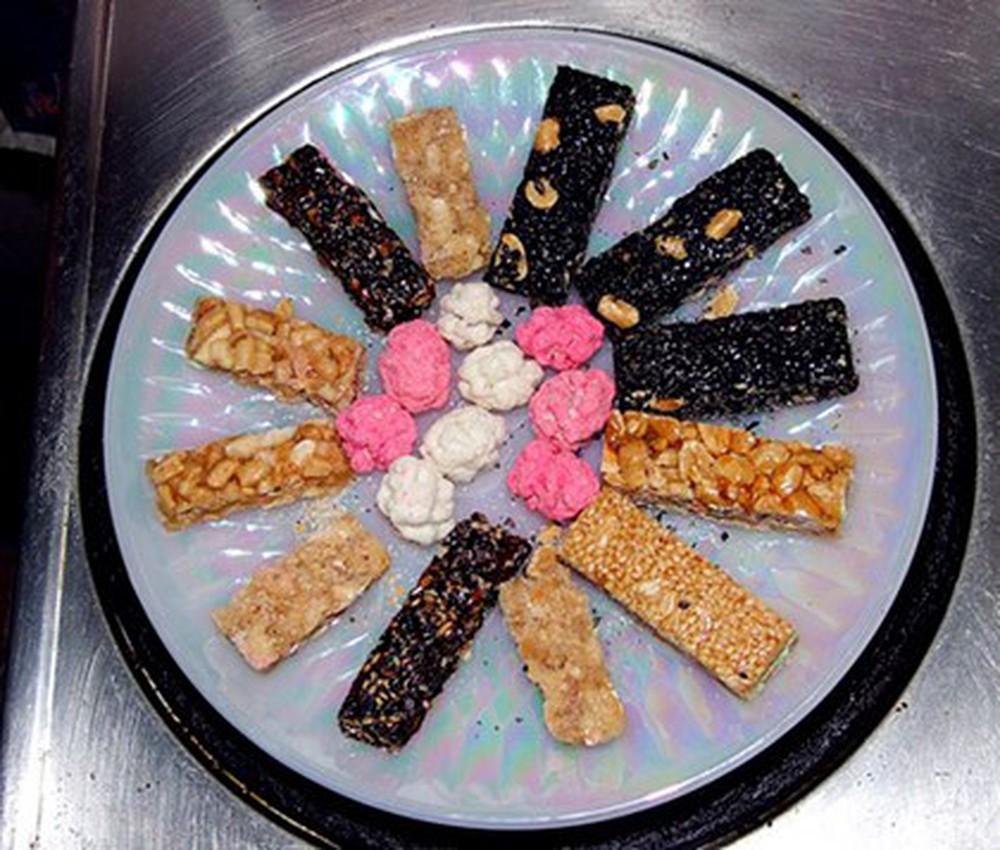 Kẹo đậu phộng, vừng mè trong lễ cúng ông Táo ở miền Nam
