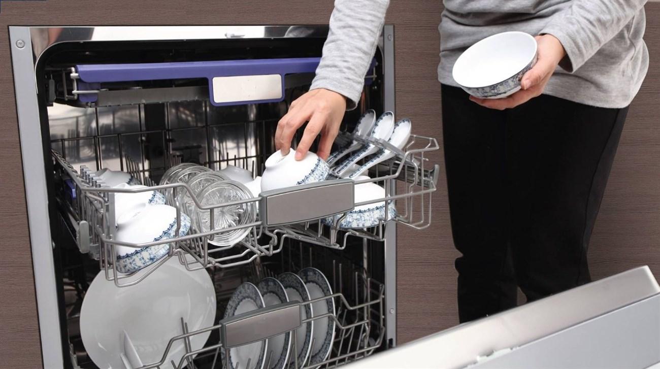 Máy rửa chén chiếm một không gian tương đối ở phòng bếp